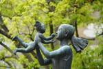 世代を結ぶ平和の像